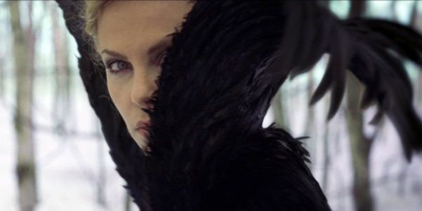 snow-white-and-the-huntsman-charlize-theron-ravenna-feathers-wide